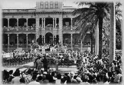 Statehood celebration at 'Iolani Palace, 1959. (Photo by George Bacon.)