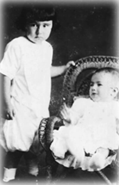 Interviewee Ernest Malterre and baby brother Leon, in Onomea, Hawai'i, 1918. (Photo courtesy Ernest Malterre.)