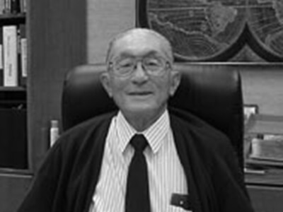 Sidney Kosasa in his office, Honolulu, Hawai'i, 2004. (COH photo)